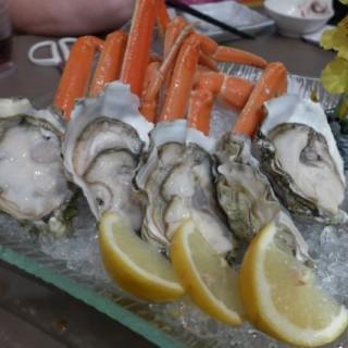 松葉蟹蟹腳及蠔 - 位於葵芳的夢工房西日料理 (葵芳) | 香港