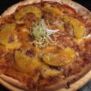 千島蜜桃煙鴨胸肉Pizza - 位於太子的居廬 Cafe (太子) | 香港