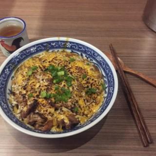雙重芝士咖哩豚肉飯 - 位於中環的Nunu燒 (中環) | 香港