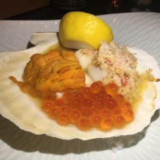 海膽松葉蟹肉燒帆立貝 - 位於中環的S2 Kitchen (中環) | 香港
