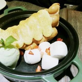 阿華田吉士雞蛋仔伴雪糕 - 位於旺角的街坊Cafe (旺角) | 香港