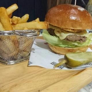 套餐 - 英國濃味車打芝士牛肉漢堡 - 位於荔枝角的The Americano (荔枝角) | 香港