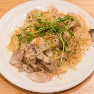 特濃香烤芝士忌廉什菌雞肉意粉 - ใน銅鑼灣 จากร้านGoodDay Cafe (銅鑼灣)|ฮ่องกง