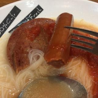 蕃茄餐肉腸仔米粉 - 位於將軍澳的百份百餐廳 (將軍澳) | 香港