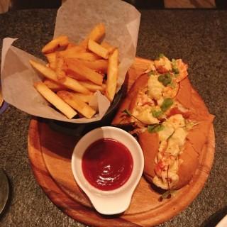 Lobster Roll - ใน中環 จากร้านBungalow (中環)|ฮ่องกง
