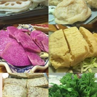 蓮藕片、魚腐、紫淮山、蜂巢豆腐、炸芋片、油墨菜 - 位於尖沙咀的輝哥私房菜 (尖沙咀) | 香港