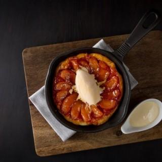 Apple Tarte Tatin 反烤蘋果塔伴海鹽焦糖雪糕 - 位於尖沙咀的La Table French Brasserie (尖沙咀) | 香港