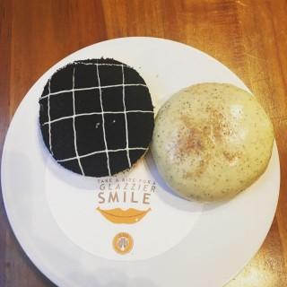 cheesecake andtiramisu! - ใน灣仔 จากร้านJ.Co Donuts & Coffee (灣仔)|ฮ่องกง