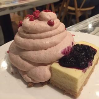 藍莓芝士蛋糕泡沫 - 位於旺角的HeSheEat (旺角) | 香港