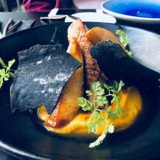紅酒玉桂燴鴨脾·燒鴨胸烤南瓜蓉配焦糖啤梨  - 位於尖沙咀的ATUM Restaurant (尖沙咀) | 香港