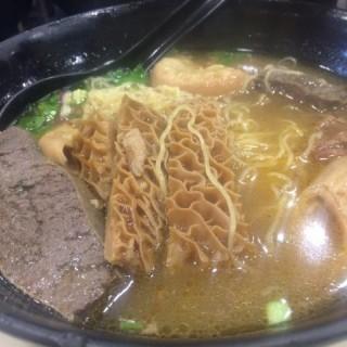 牛雜麵 - 位于的香港仔君豪魚蛋王 (西环) | 香港