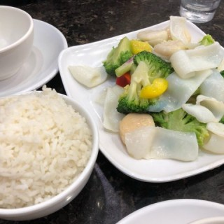 西蘭花炒帶子花姿片 - 位於銅鑼灣的東湖小廚聯威餐廳 (銅鑼灣) | 香港