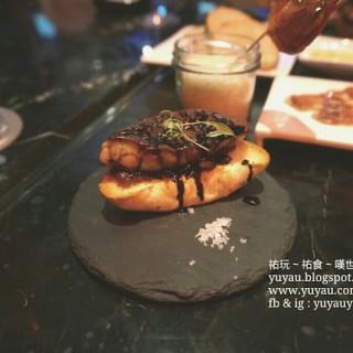 香煎鵝肝法包 -  dari T For Tapas (路氹城) di 路氹城 |Macau