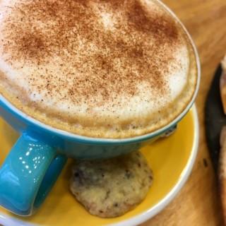 Cappuccino  -  dari PADRE cafe e cucina (下環) di  |Macau