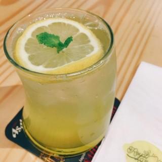 House Lemonade -  dari Royal Lemon (新橋(三盞燈/白鴿巢)) di 新橋(三盞燈/白鴿巢) |Macau