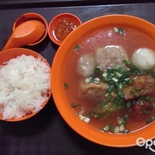 位于勞明達的老黄客家酿豆腐 (勞明達) | 新加坡