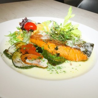 Grilled Salmon -  dari 1 Tyrwhitt Bistro & Bar (Jalan Besar) di Jalan Besar |Singapura