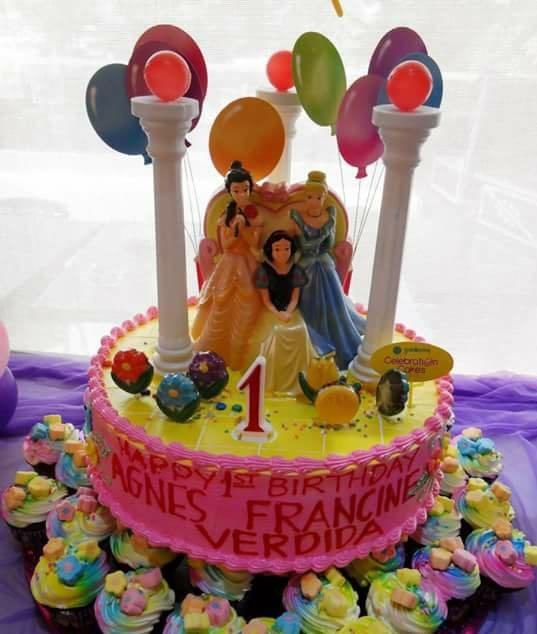 Disney Princess Birthday Cake With 30 Cupcakes Goldilockss Photo